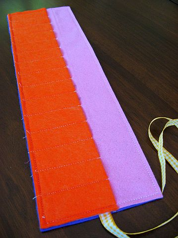 felt-crayon-roll-stitching-all-around-the-edge-1